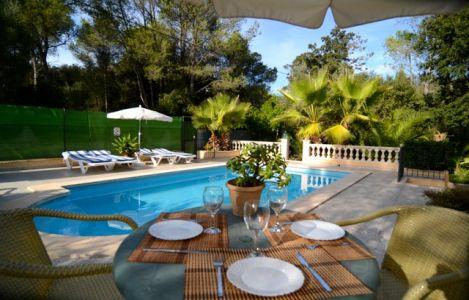 geschmackvolle und ruhig gelegene finca mit pool wintergarten und sommerk che f r 5 personen in. Black Bedroom Furniture Sets. Home Design Ideas