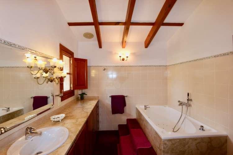 Hochwertiges Ferienhaus Anwesen an der Costa de los Pinos mit ...