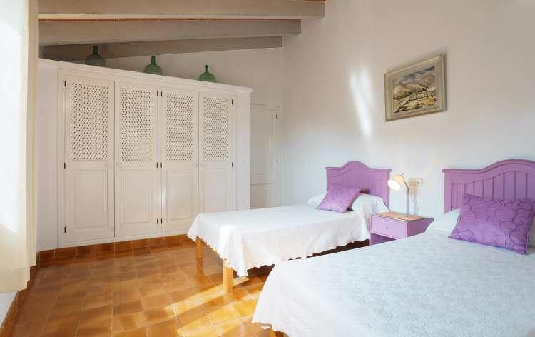 gem tliche kleine finca f r 4 personen 2 schlafzimmer wohnzimmer k che und sch nen terrassen. Black Bedroom Furniture Sets. Home Design Ideas