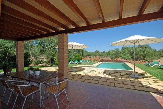 moderne neu erbaute finca mit exklusiver und hochwertiger einrichtung privater pool in ruhiger. Black Bedroom Furniture Sets. Home Design Ideas