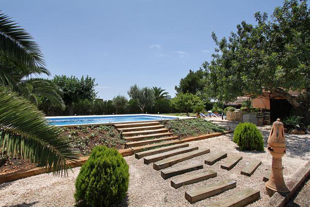 Ferienhaus mallorca moderne 4 personen finca mit for Mallorca ferienhaus mieten