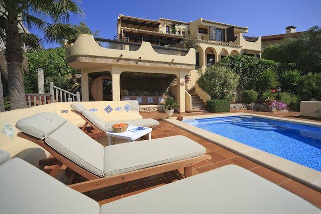 Traumhaus am strand  Luxus-Villa mit Meerblick im Norden Mallorcas Nähe Strand und Meer ...