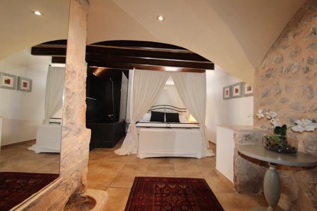 mallorca komfortable finca mit qualitativ hochwertiger ausstattung traum schlafzimmer und. Black Bedroom Furniture Sets. Home Design Ideas