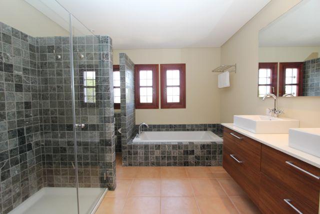 gr e badezimmer neubau badezimmer blog. Black Bedroom Furniture Sets. Home Design Ideas