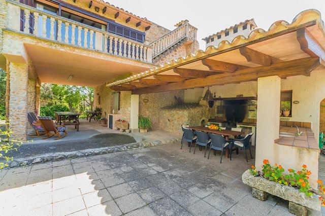Mallorca finca mit zentralheizung klimaanlage for Kapfer pool design mallorca