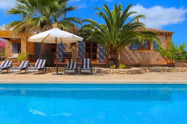 gepflegte sch ne finca mit pool in strandnaher lage ruhig gelegen f r 6 person. Black Bedroom Furniture Sets. Home Design Ideas