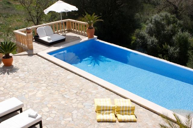 mallorca traum ferienhaus mieten mit pool gro e villa mit klimaanlage bei arta f r familien und. Black Bedroom Furniture Sets. Home Design Ideas