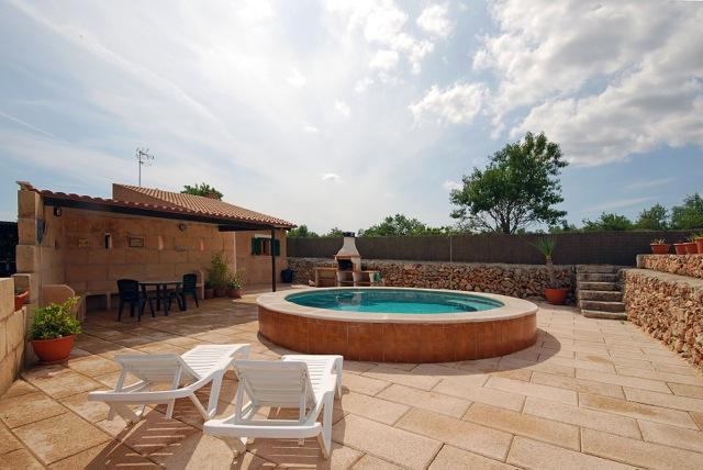 finca ferienhaus mieten auf mallorca mit pool g nstig im sommer einfache ferienunterkunft f r 2. Black Bedroom Furniture Sets. Home Design Ideas
