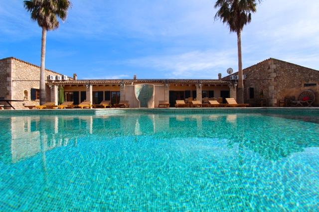 Großer Pool luxus finca mallorca großer pool strandnah gelegen für gruppen und