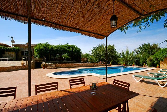 mallorca finca mit pool und internet landhaus mit berdachten terrassen wintergarten pool. Black Bedroom Furniture Sets. Home Design Ideas