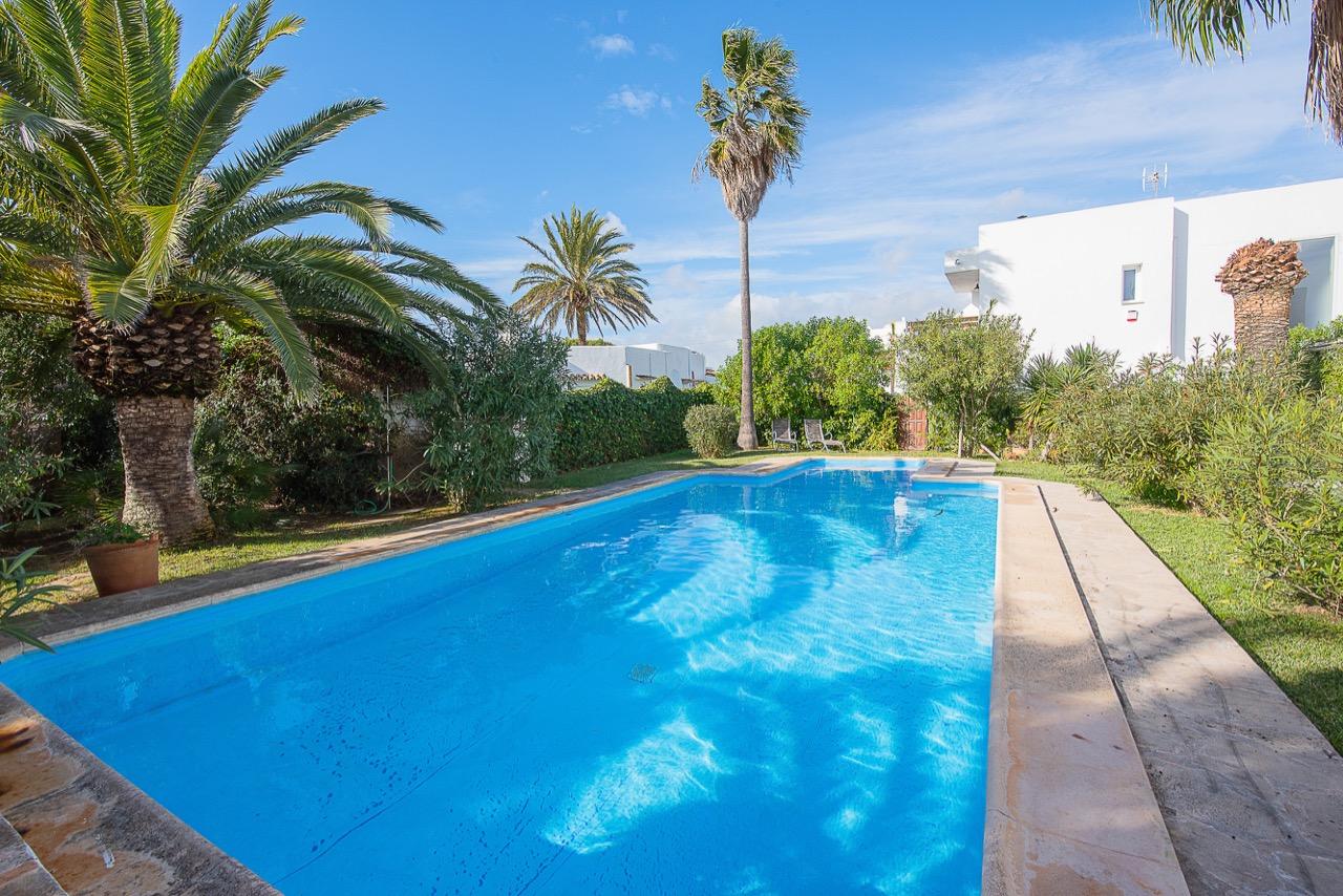 modernes ferienhaus im inselnorden von mallorca mit kleinem garten und pool ideal f r eine. Black Bedroom Furniture Sets. Home Design Ideas