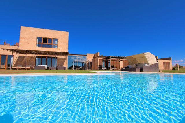 Traum schlafzimmer mit pool  Luxus Villa im Süden Mallorcas, nahe Badestrand Es Trenc - Traum ...